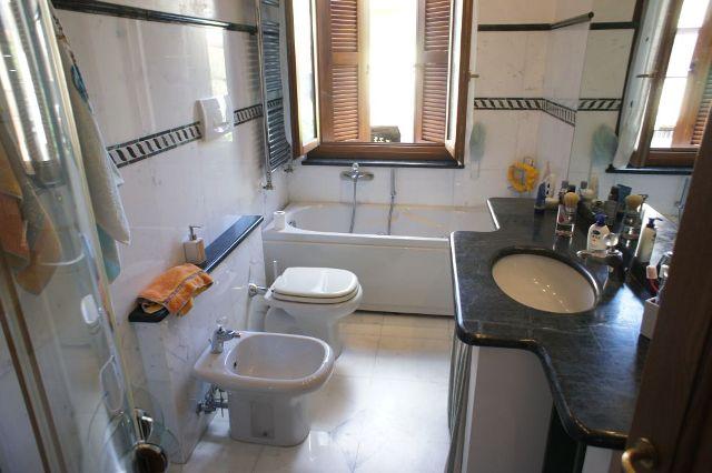 Vendite appartamenti marina di massa vendesi appartamento a agenzia immobiliare - Bagno la cicala marina di massa ...